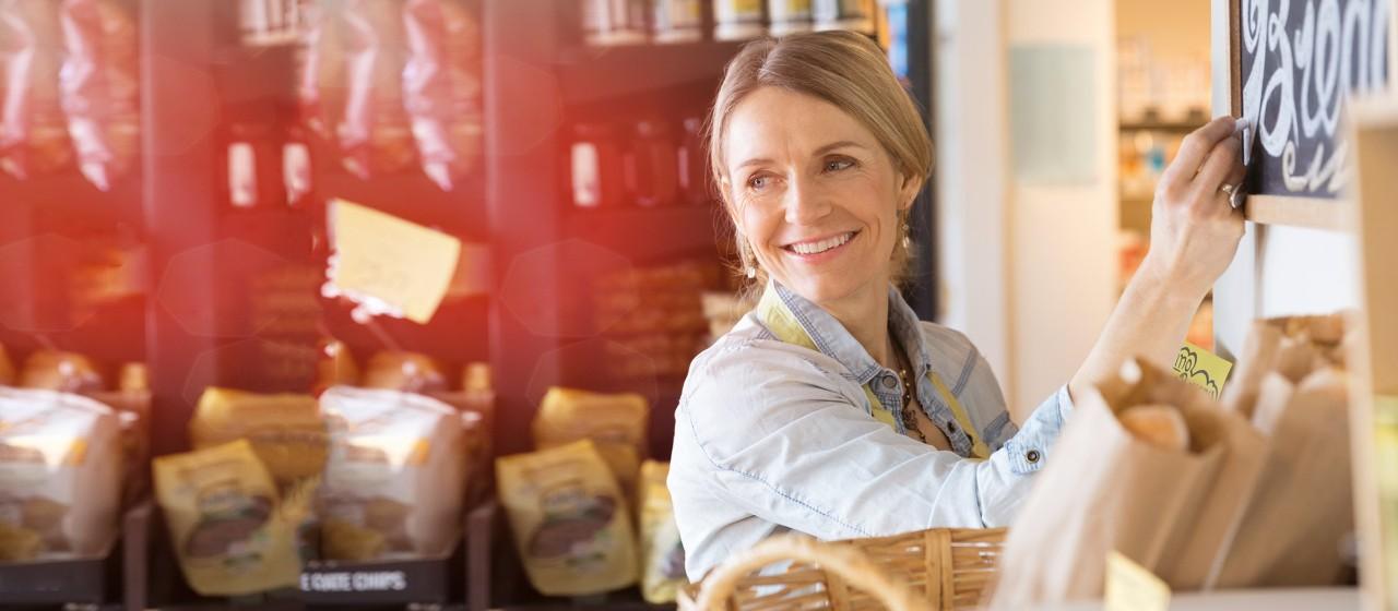 Frau im Café